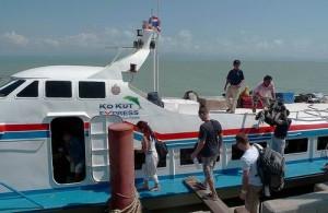 De Ko Kut Express vaart in ongeveer 75 minuten van Laem Sok naar Koh Kood.