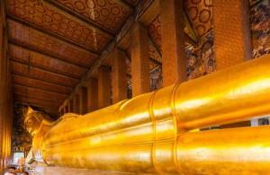 De liggende Boeddha is het bekendste en opvallendste Boeddhabeeld in Wat Pho.