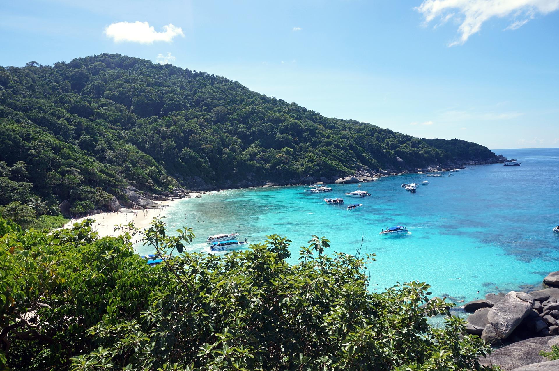 Welke nationale parken in Thailand worden jaarlijks gesloten?